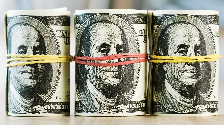 Опрос показал, как россияне потратят $1 млн
