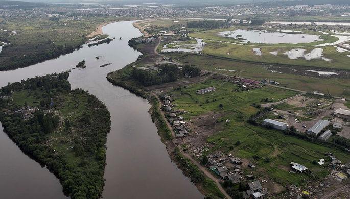Вид на район подтопления в городе Тулуне Иркутской области из вертолета