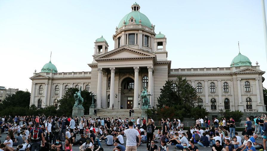 Акция протеста около здания парламента Сербии в Белграде, 9 июля 2020 года