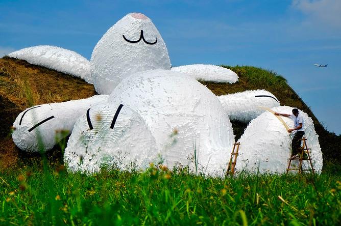 Флорентин Хофман считает, что его инсталляции должны прежде всего вызывать в людях непроизвольное желание улыбнуться