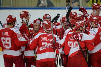 Хоккеисты московского «Спартака» радуются первой победе в сезоне