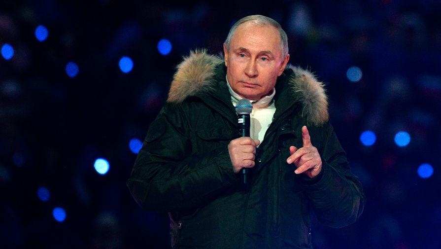 Президент России Владимир Путин на концерте в Лужниках в честь седьмой годовщины присоединения Крыма, 18 марта 2021 года