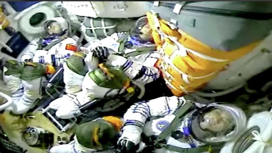 Китайские космонавты вышли в открытый космос впервые за 13 лет