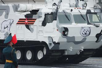 Зенитно-ракетный комплекс «Тор М2» на базе вездехода ДТ-30 на военном параде на Красной площади