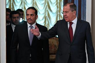 Министр иностранных дел РФ Сергей Лавров (справа) и министр иностранных дел Катара Мухаммед аль-Тани во время встречи в Москве, 10 июня 2017 года