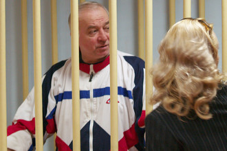 Полковник запаса Сергей Скрипаль, обвиняемый в шпионаже, в зале Московского окружного суда, 2006 год