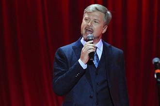 Музыкант и телеведущий Валдис Пельш на юбилейном концерте «Два по 50» в Москве, ноябрь 2016 года