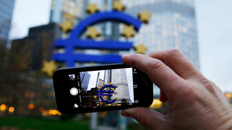 Курс евро снизился на 57 копеек