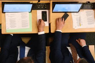 Депутаты на заседании Госдумы, 2016 год