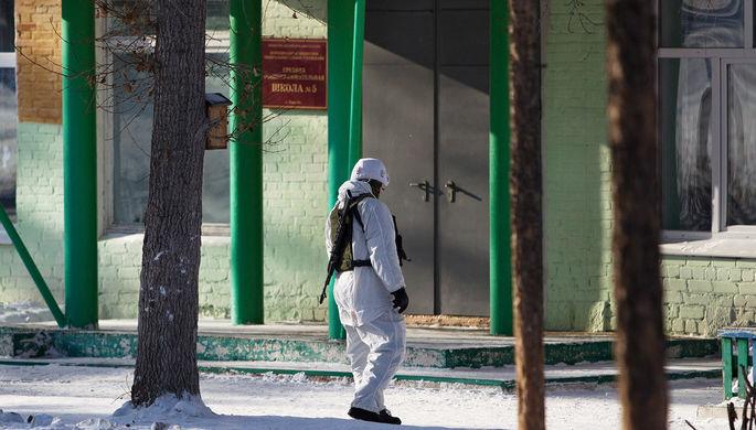 Здание школы №5 в микрорайоне «Сосновый бор» города Улан-Удэ, где произошло нападение на...