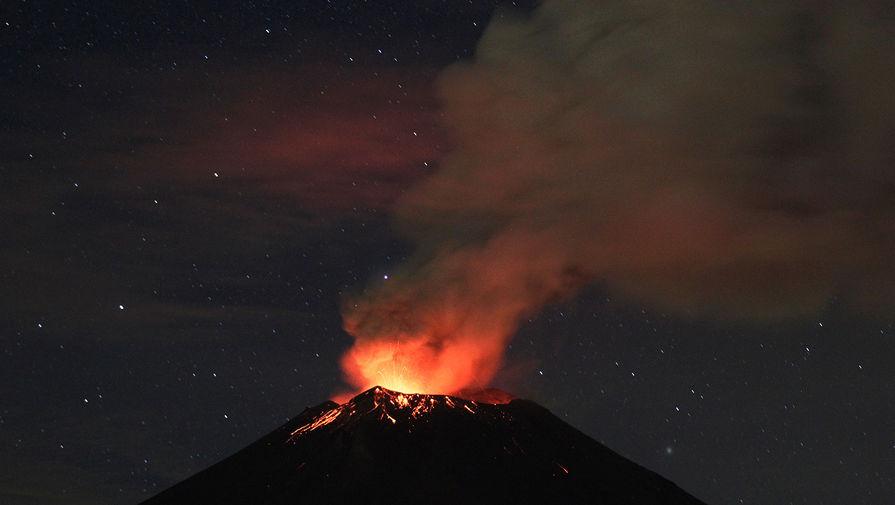Вулкан Попокатепетль в Мексике