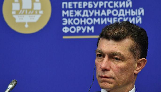 Министр труда и социальной защиты России Максим Топилин во время панельной сессии в рамках...
