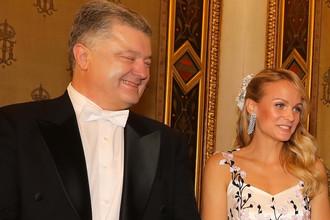 Президент Украины Петр Порошенко и австрийская ведущая Мирьям Вайксельбраун на Венском балу, 8 февраля 2018 года