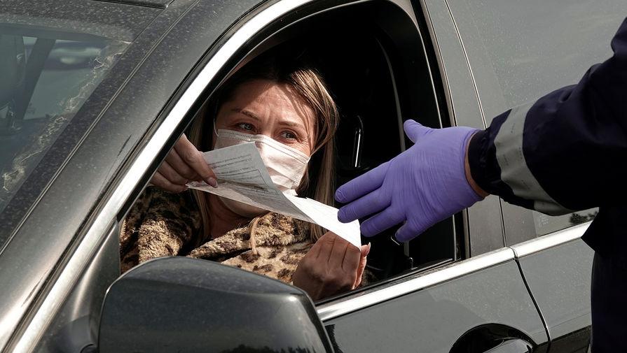 Проверка документов у водителей на одном из въездов в Москву, 13 апреля 2020 года