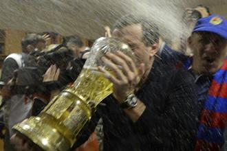 Евгений Гинер с чемпионским Кубком