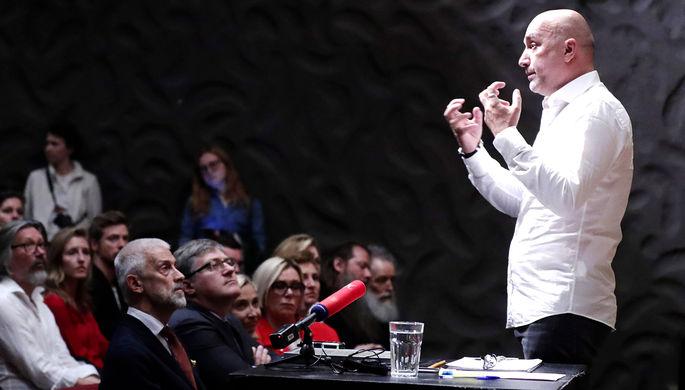 Заместитель художественного руководителя по литературной части Московского художественного академического театра (МХАТ) имени М. Горького Захар Прилепин во время сбора труппы, август 2019 года
