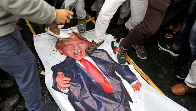 «Трамп снимает маски»: США отправили к Ирану B-52