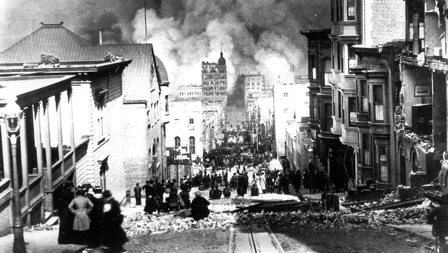 Улица Сакраменто в Сан-Франциско после разрушительного землетрясения и пожара 18 апреля 1906 года