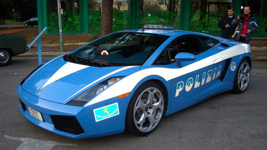 <b>Lamborghini Gallardo</b> (годы выпуска: 2003&nbsp;- 2013). Меньшая по размеру и мощности модель компании по сравнению с Lamborghini Murcielago. На сегодняшний день это самая массовая модель от Lamborghini &mdash; за 10 лет производства было построено 14022 автомобиля. Были выпущены даже специальные версии для полиции (на фото).