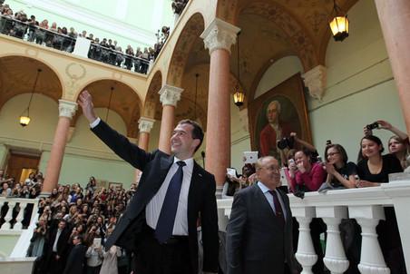Дмитрий Медведев провел встречу с учащимися журфака МГУ