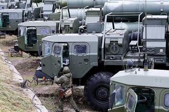 Во время тренировки по приведению в боевую готовность расчетов зенитных ракетных комплексов С-400 «Триумф», которую провели военнослужащие подразделений противовоздушной обороны (ПВО) Балтийского флота