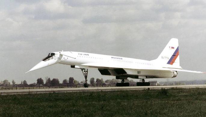 Тестовый полет летающей лаборатории ТУ-144 над аэродромом Жуковский в Подмосковье в рамках совместного исследовательского проекта с NASA, 1998 год
