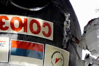 Российский космонавт Олег Кононенко во время работы с обшивкой корабля «Союз МС-09» на МКС, 11 декабря 2018 года. Кадр из видео NASA