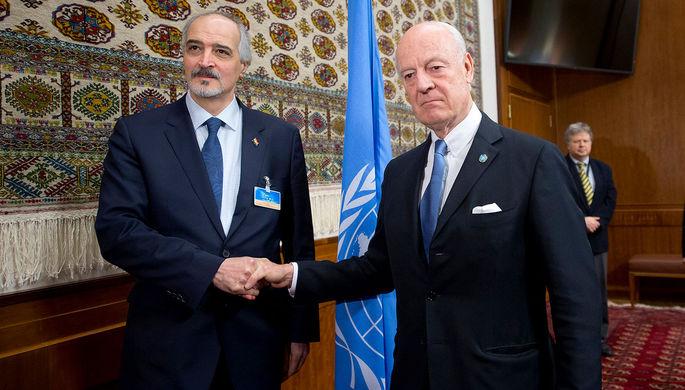 Постпред Сирии при ООН Башар Джаафари и посредник ООН по Сирии Стаффан де Мистура в Женеве