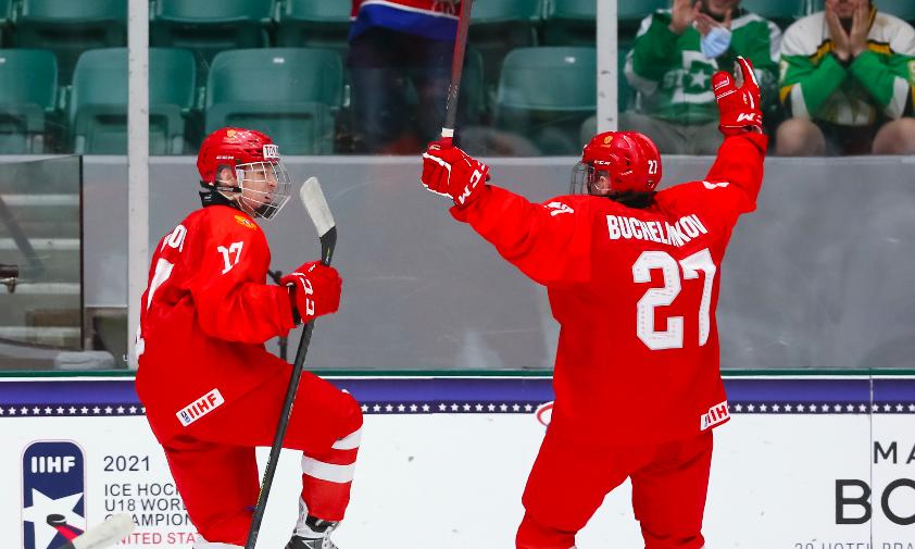 Эпизод матча Россия — США на юниорском чемпионате мира по хоккею