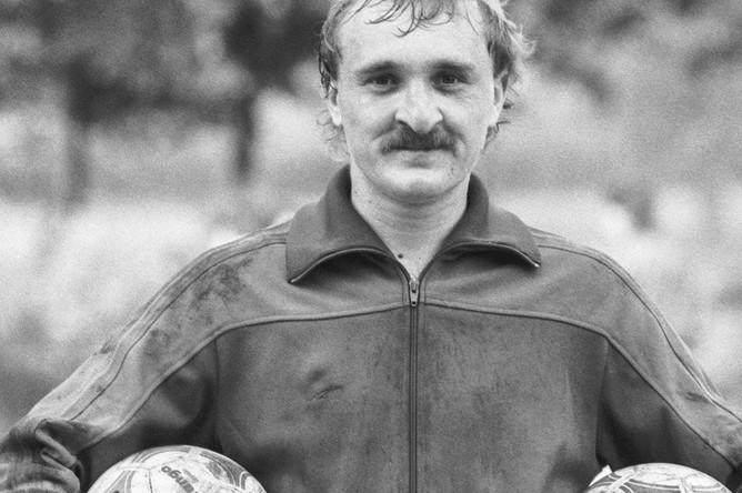 Вратарь сборной СССР по футболу Виктор Чанов («Динамо», Киев) на базе в Новогорске, 1988 год
