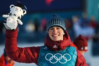 Российский спортсмен Денис Спицов, завоевавший бронзовую медаль в гонке на 15 км свободным стилем среди мужчин во время соревнований по лыжным гонкам на XXIII зимних Олимпийских играх