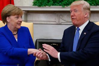 Президент США Дональд Трамп и канцлер Германии Анегла Меркель во время встречи в Белом доме, 27 апреля 2018 года