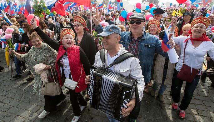Участники первомайской демонстрации на Красной площади в Москве, 1 мая 2018 года