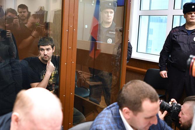 Павел Мамаев и Александр Протасовицкий (слева направо на втором плане) на заседании Тверского районного суда Москвы, 6 февраля 2019 года
