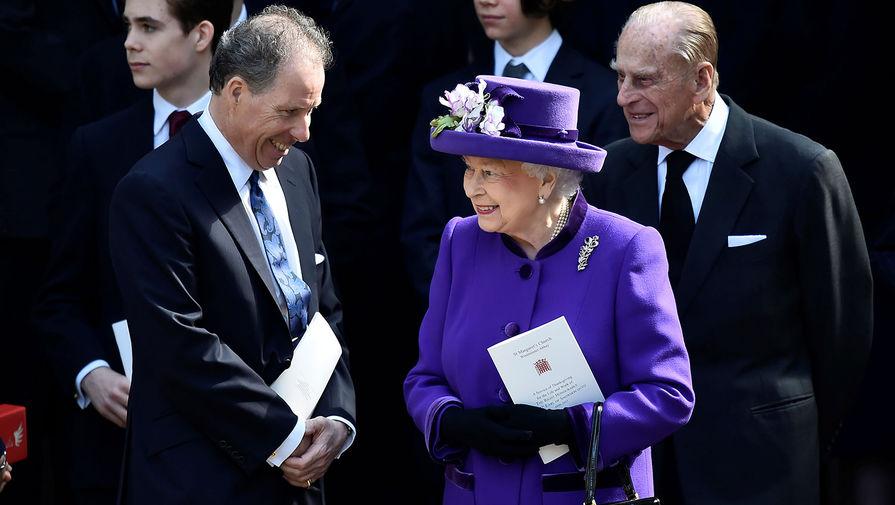 Второй граф Сноудон Дэвид Армстронг-Джонс, королева Великобритании Елизавета II и герцог Эдинбургский Филипп в Вестминстерском аббатстве, 2017 год