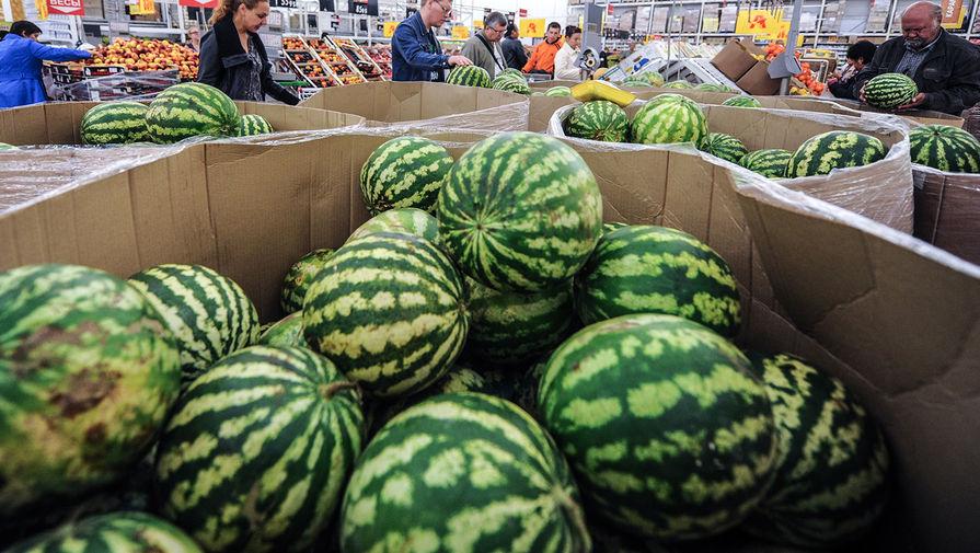 Производитель арбузов назвал причину отравления семьи, купившей ягоду в Магните