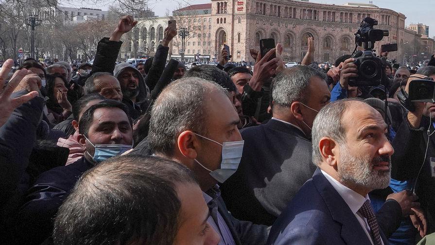 Премьер-министр Армении Никол Пашинян на митинге в центре Еревана, 25 февраля 2021 года