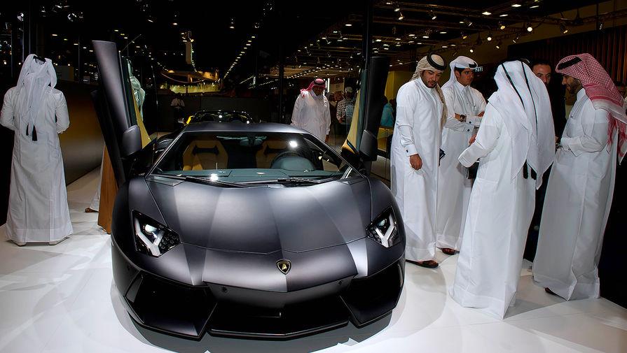 <b>Lamborghini Aventador</b> (годы выпуска: 2011 &mdash; настоящее время). Aventador, который пришел на смену Murcielago, оборудован 6,5-литровым 12-цилиндровым двигателем мощностью 700 л.с. Автомобиль развивает максимальную скорость 350 км/ч (218 миль/ч), а разгон до 100 км/ч занимает 2.9 сек.