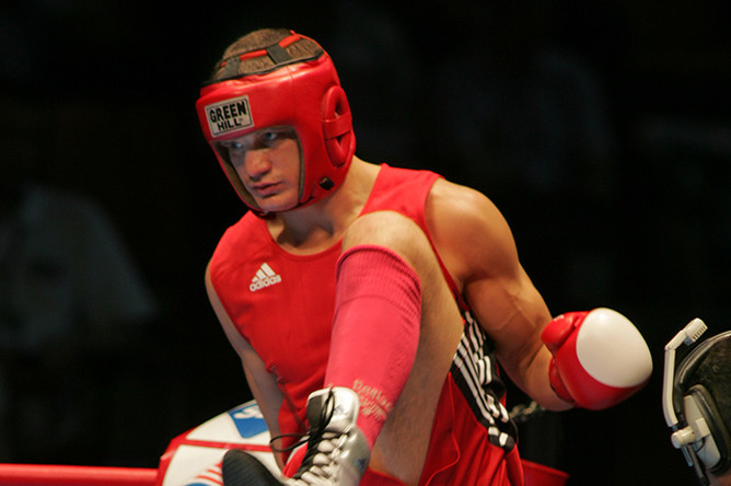 Роман Романчук перед боем с Генри Маркусом в матче Кубка мира по боксу между сборными России и США, 2005 год