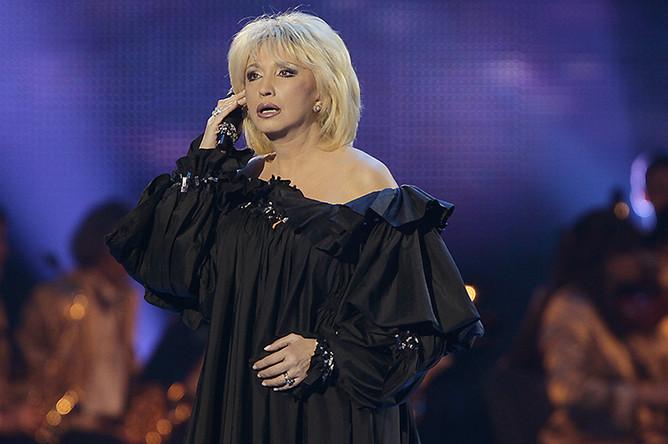 Ирина Аллегрова выступает на праздничном концерте, посвященном 50-летию Государственного Кремлевского дворца, 2011 год