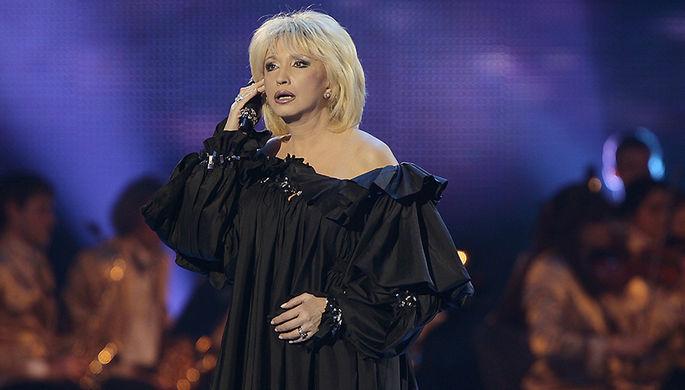 Ирина Аллегрова выступает на праздничном концерте, посвященном 50-летию Государственного...