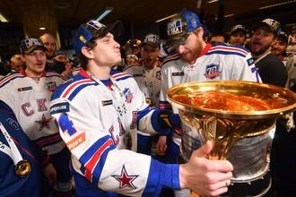 Хоккеисты СКА празднуют победу в Кубке Гагарина