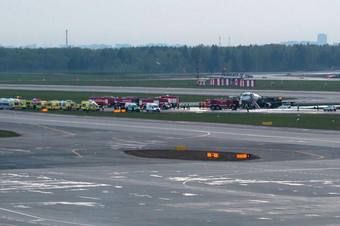 На месте крушения самолета Sukhoi Superjet 100 в аэропорту Шереметьево, 5 мая 2019 года