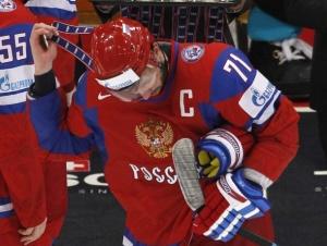 Илья Ковальчук снимает с себя серебряную медаль ЧМ в Германии