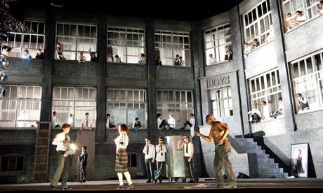 Постановка оперы «Сон в летнюю ночь» Кристофера Олдена в лондонском театре Coliseum