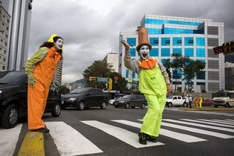 Клоуны в Боготе заменили дорожную полицию, и нарушений стало меньше