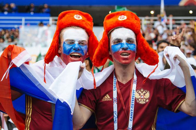 Болельщики во время матча между сборными России и Саудовской Аравии в рамках Чемпионата мира по футболу в Москве, 14 июня 2018 года