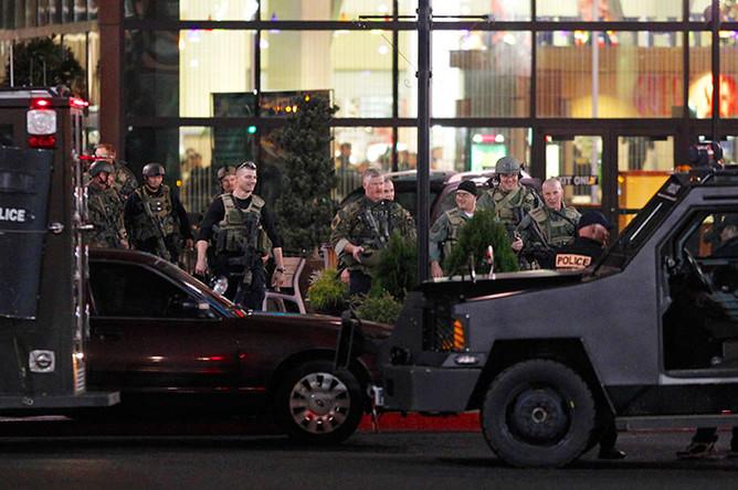 В американском торговом центре мужчина в хоккейной маске открыл стрельбу по покупателям, а затем застрелился сам