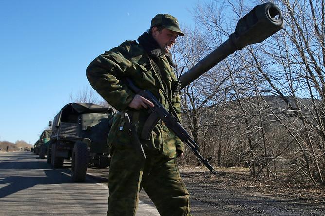 152-мм гаубицы «Мста-Б» во время полномасштабного отвода тяжелой военной техники от линии соприкосновения