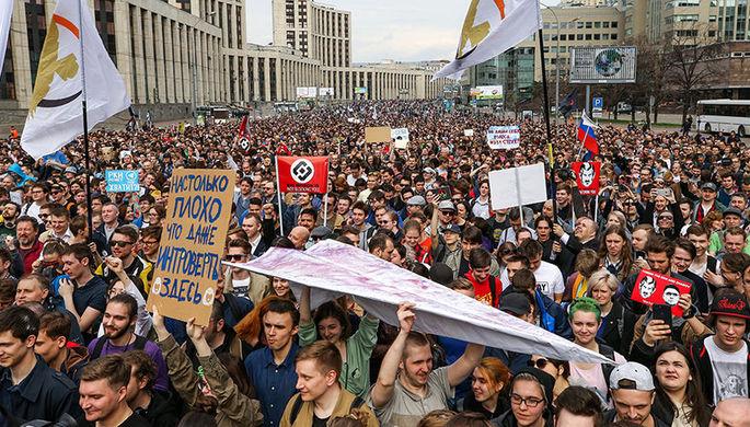 Участники митинга в поддержку мессенджера Telegram на проспекте Сахарова в Москве, 30 апреля 2018...